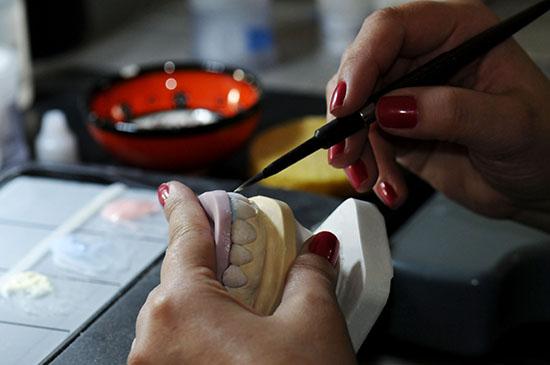 Aplicação de Cerâmica Dental
